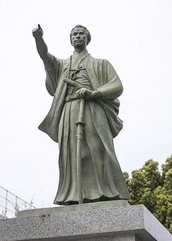 画像:勝海舟銅像